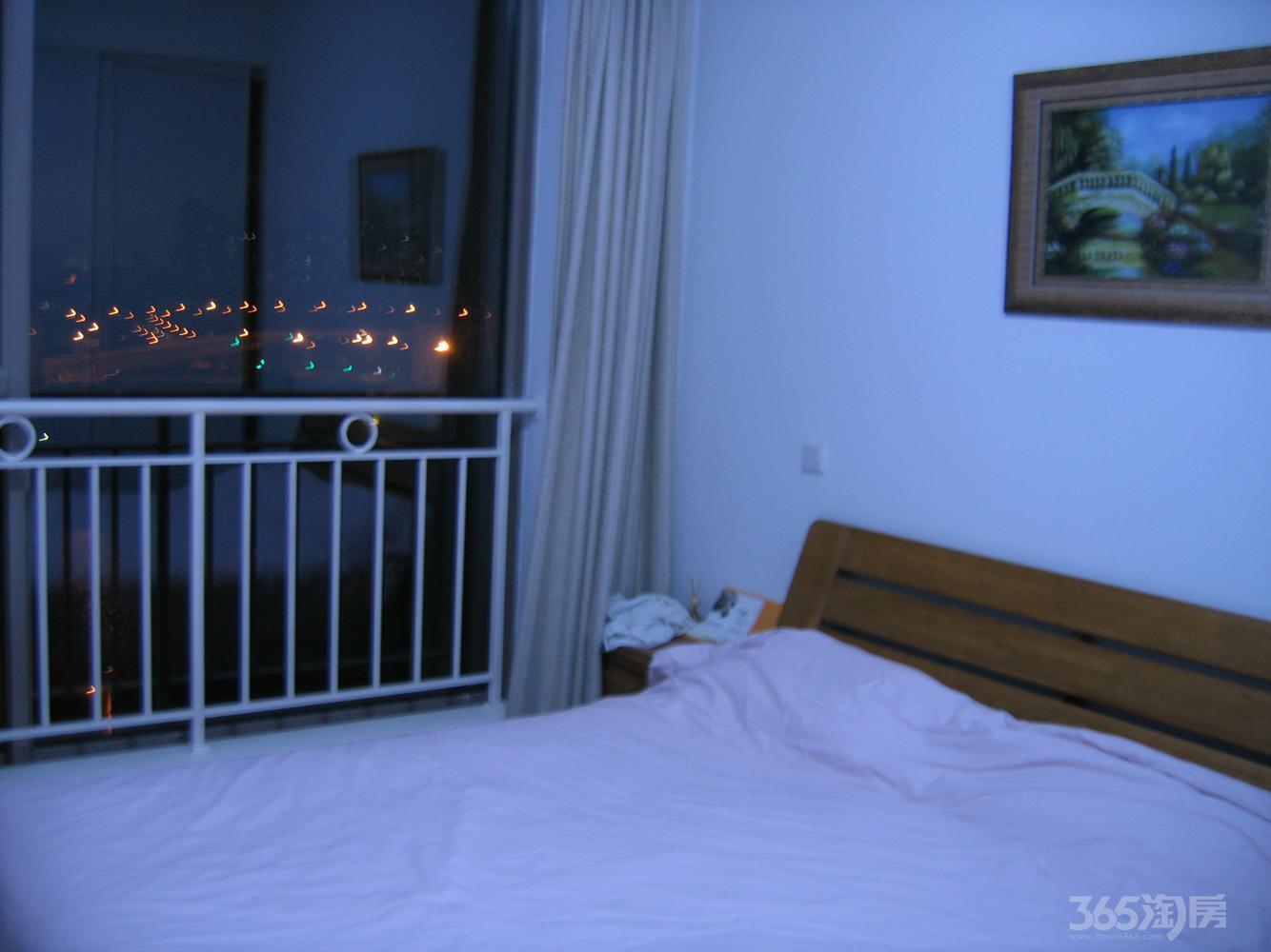 世茂滨江新城1室1厅1卫79平米精装产权房2007年建