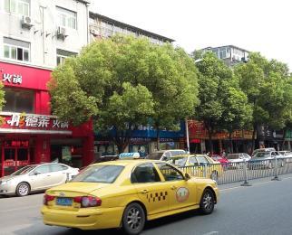 新街口商业区主干道独立通道门幅较宽地段优越
