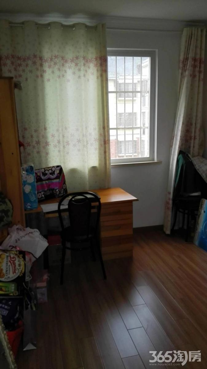 龙湖春天3室2厅2卫118平方产权房精装