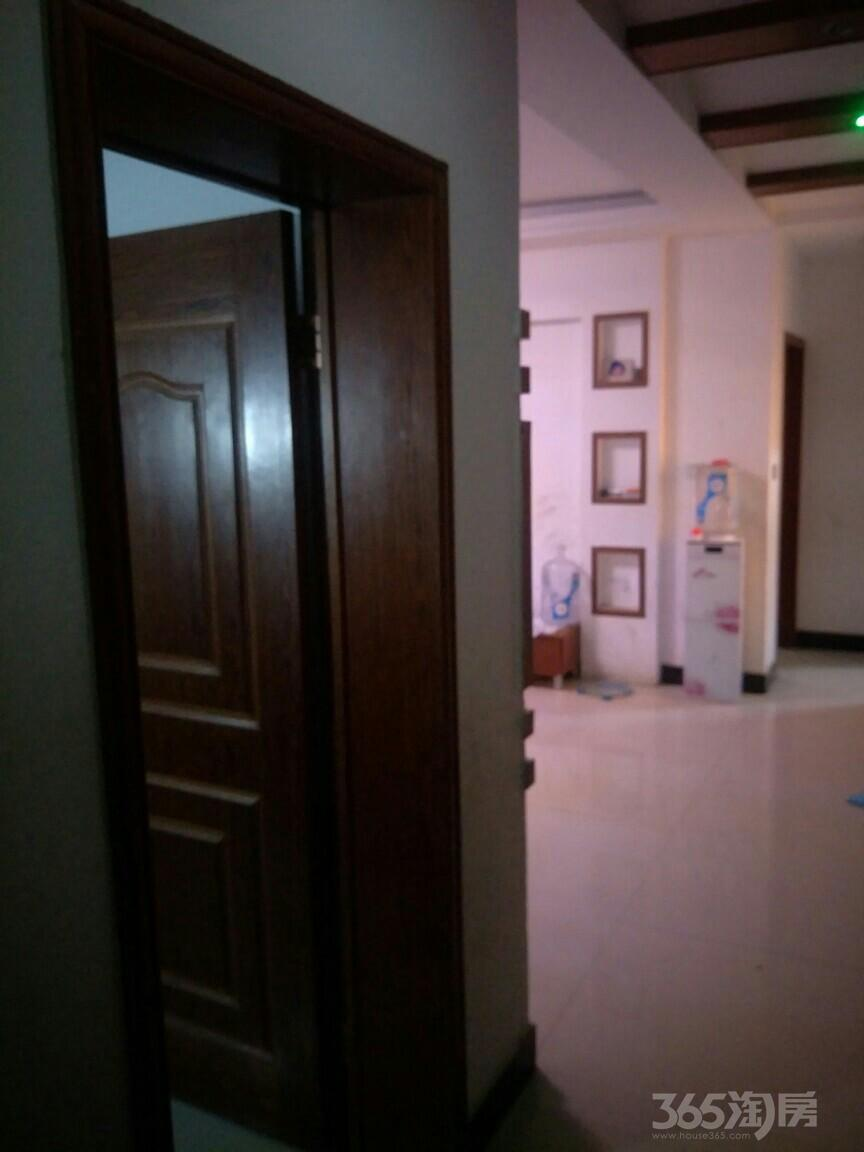 六里一区3室2厅2卫120平米2011年产权房毛坯