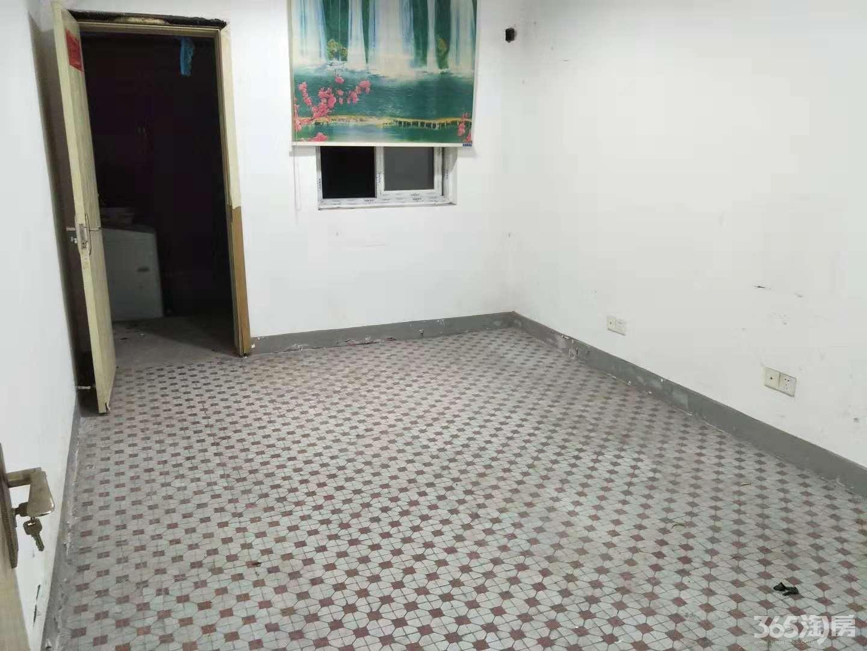 2号线地铁口38中分校 铜陵新村 1楼带个大院子 已开门
