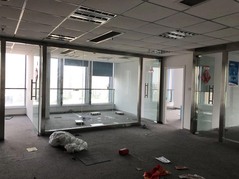 伟星时代金融中心555平方装修齐备,办公用品自备