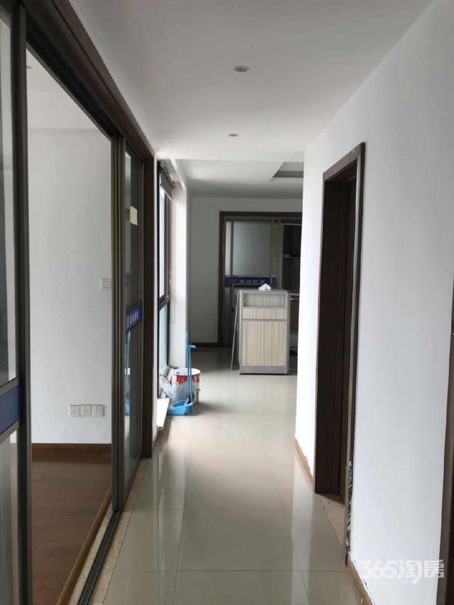 蠡湖国际公寓3室2厅2卫123平方产权房精装