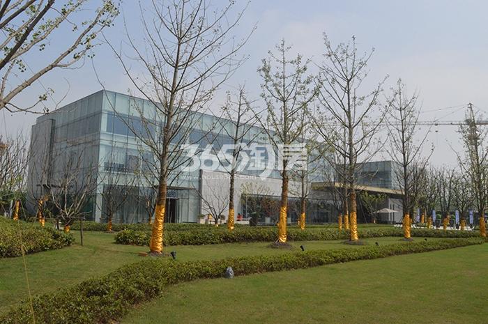 西子曼城售楼部外部实景(2017.10.30)