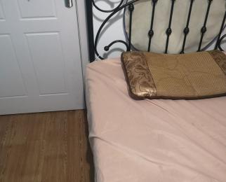 九龙仓碧玺4室1厅1卫130平米简装合租1间