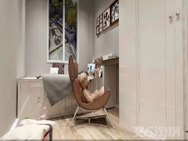 中海九樾精装修三室产权房精装