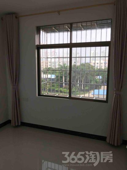 新开泰小区3室1厅1卫120平米整租精装