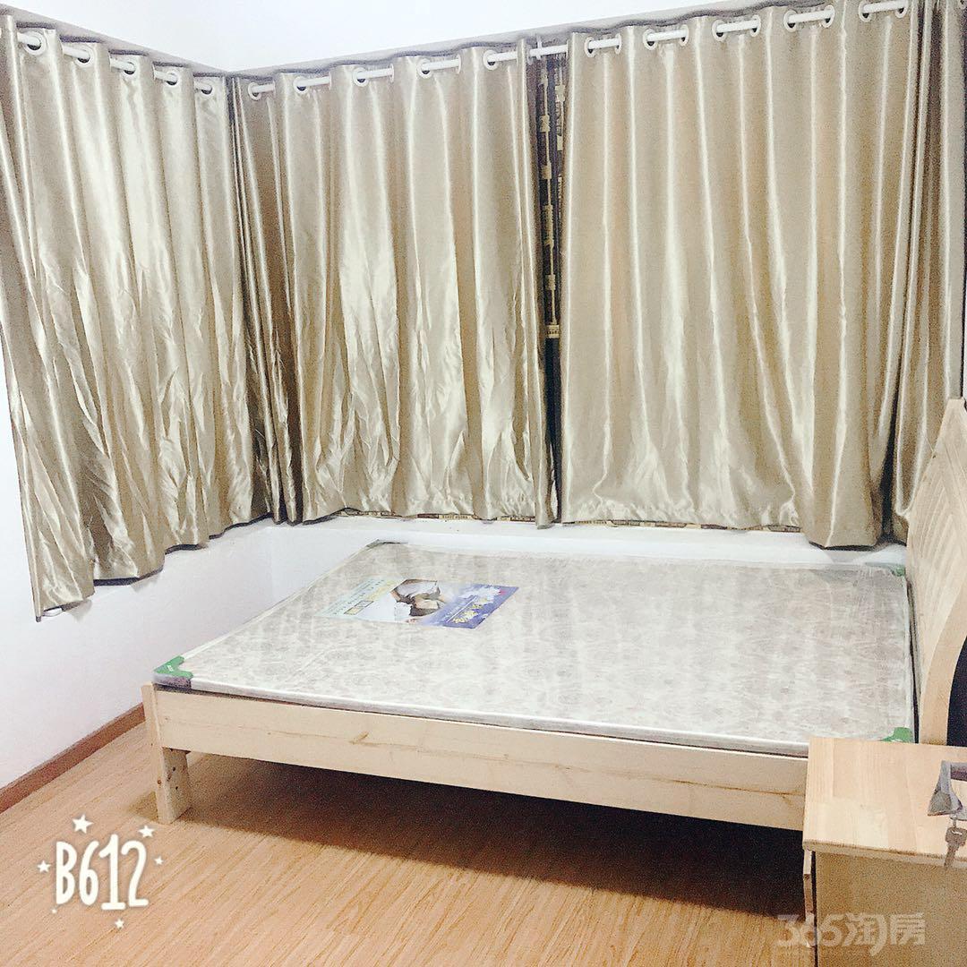 绿地悦峰公馆3室2厅1卫100平米整租简装